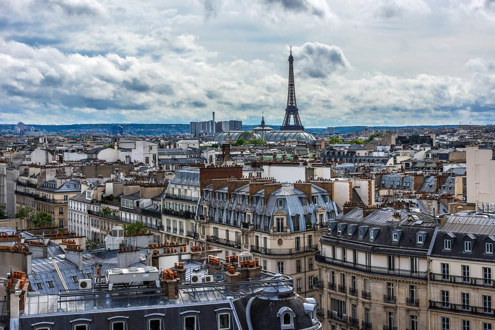 París bien merece una vista al frente y otra hacia arriba